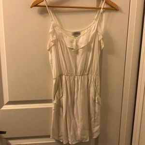 Talula ARITZIA dress size XS in white with ruffle